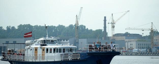 Rīgas ostā desmit mēnešos pārkrāva par 6,5% vairāk kravu