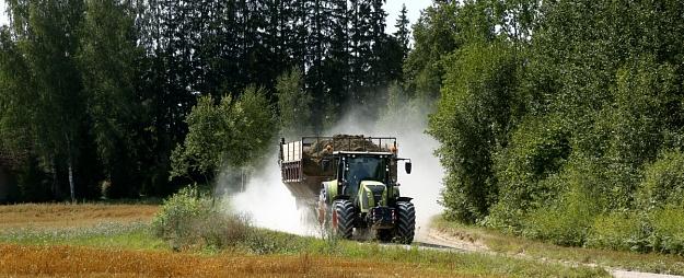 Apes novads par 24 000 eiro iegādāsies traktoru ar aprīkojumu