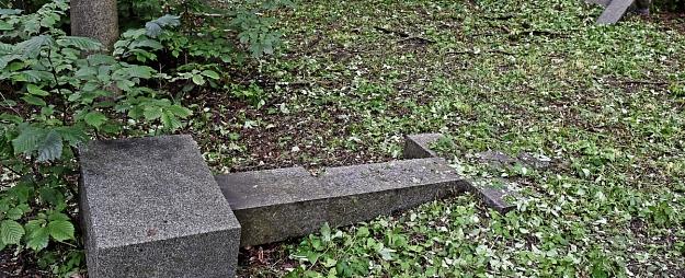 Par Jēkabpils kapu apgānīšanu var draudēt piecu gadu cietumsods
