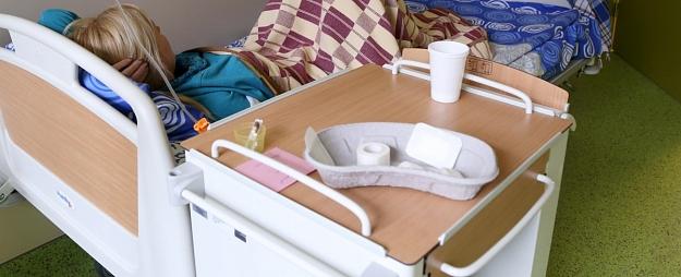 Pacientiem pēc cirkšņa tūskas operācijas noņem sāpes ar jaunu Austrumu slimnīcas ārstu radītu metodi
