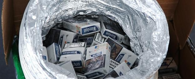 Daugavpilī auto bagāžniekā atrod vairākus tūkstošus nelegālo cigarešu paciņu