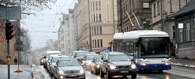 Pūce pieprasījis Ušakovam skaidrojumus par VK atklātajiem pārkāpumiem transporta jomā