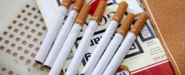 Policija par nelegālā alkohola un cigarešu tirdzniecību uzliek arestu vairākiem aizdomās turētās sievietes īpašumiem Talsu novadā