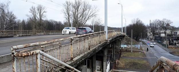 Burovs licis nekavējoties slēgt tramvaju satiksmi pār Brasas tiltu