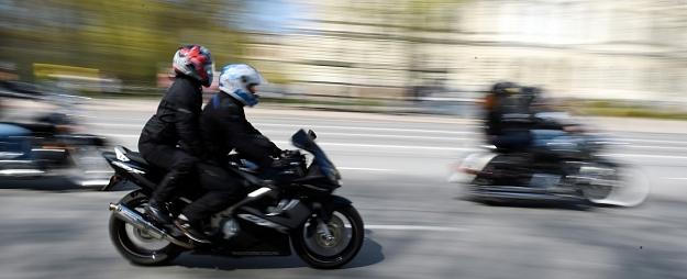 Aizkrauklē traumas guvis automašīnas notriekts motociklists
