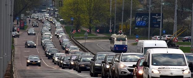 Brīdina par iespējamiem sastrēgumiem piektdienas pēcpusdienā
