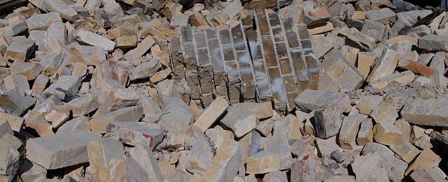 Limbažos pazemes atkritumu konteinerā samesti būvgruži