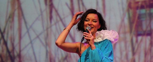 """Valmierā izskan Marijas Naumovas koncerts """"Kādā jaukā dienā"""""""
