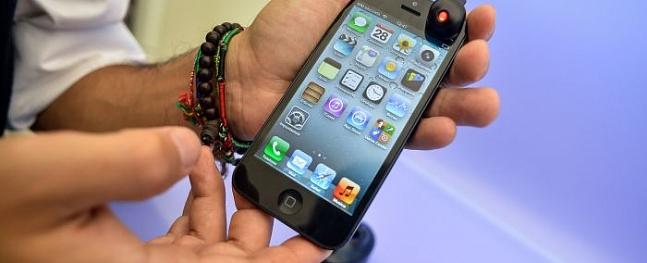 Pētījums: Vidējais viedtelefona lietotājs ir 25 līdz 34 gadus veca sieviete no Rīgas