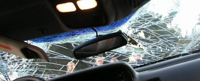 Zaudējot uzmanību, šoferis uz autoceļa Cēsis-Valmiera nobrauc no ceļa