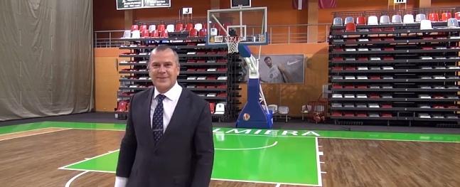 """Baiks demonstrē meistarību basketbola akcijā """"Zelta Roka"""""""