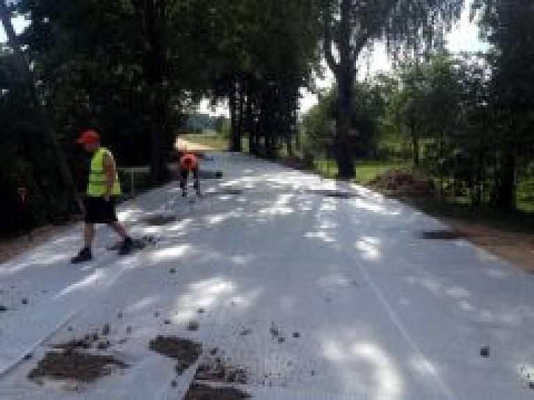 Veiksmīgi norisinās ceļu rekonstrukcijas darbi Saunas pagasta Prīkuļos