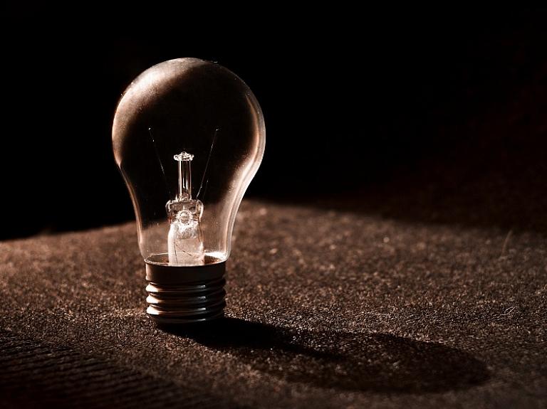 Gribat samazināt elektrības rēķinu uzņēmumā?