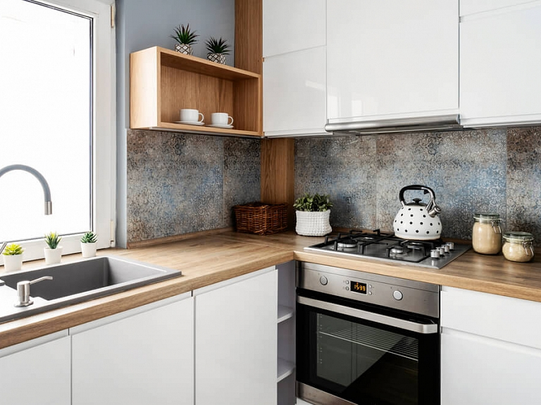 Mazas virtuves iekārtošana – noderīgi padomi, plānojot un iekārtojot mazu virtuvi