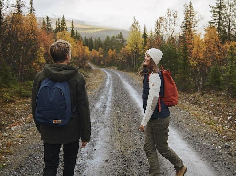 Kā nekļūdīgi piemeklēt apģērbu rudens pārgājieniem un citām āra aktivitātēm?