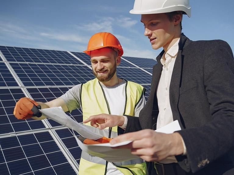 Saules paneļi – ilgtspējīgai un zaļai uzņēmējdarbībai