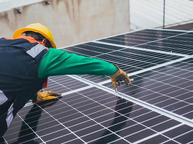 Saules paneļi uzņēmumā – sava elektrība par izdevīgu cenu