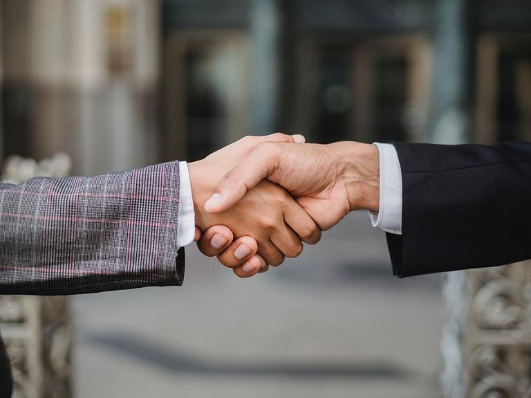 Ignitis Latvija un Schneider Electric, Lexel Fabrika slēdz līgumu par dabasgāzes piegādi, kas pasargās klimatu