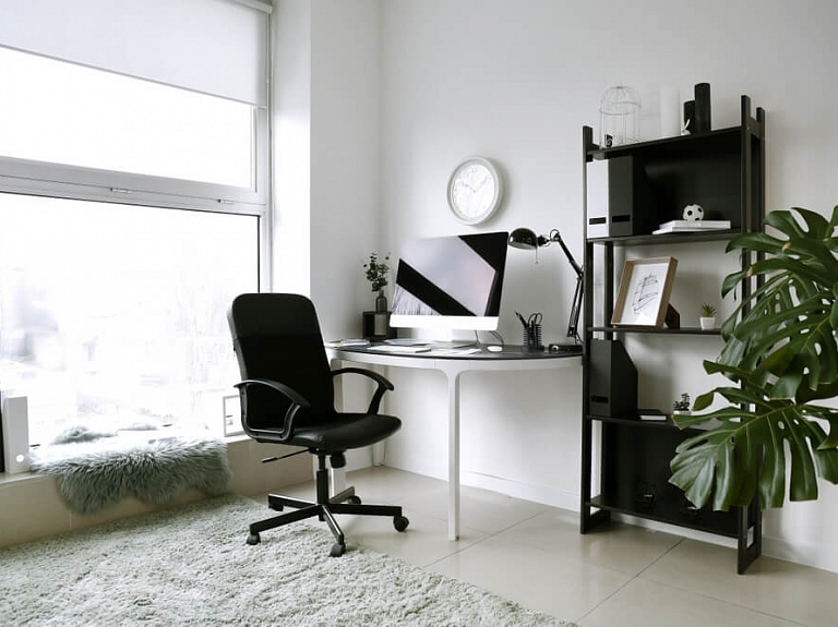 Noderīgi padomi, kas ļaus iekārtot darba stūrīti mājās