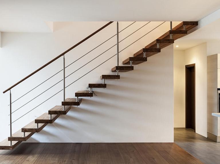 Kāpnes privātmājai – kas jāzina par to veidiem un ierīkošanu