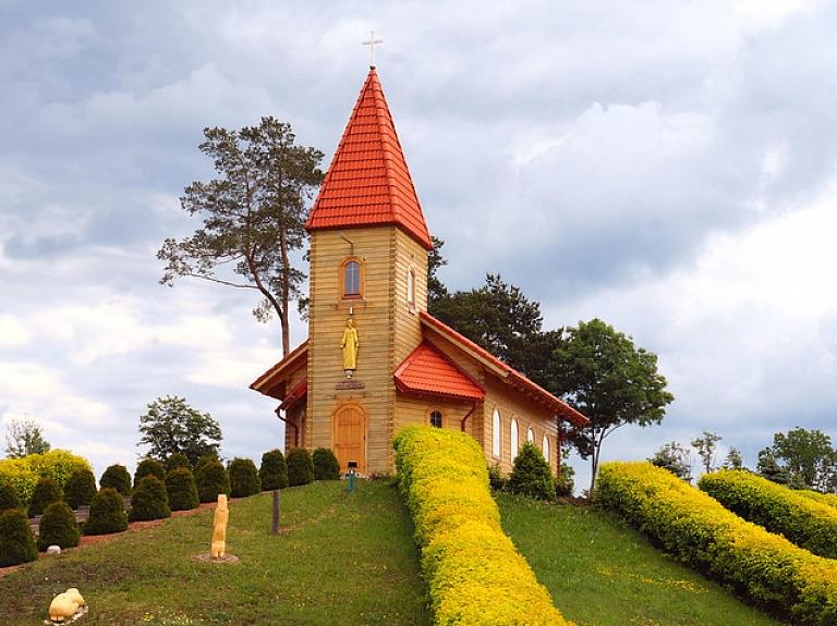 Unikāls koka skulptūru parks Aglonā – Kristus Karaļa kalns