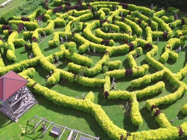 Beverīnas labirinti – brīvdabas koka skulptūru un atpūtas parks ikvienam