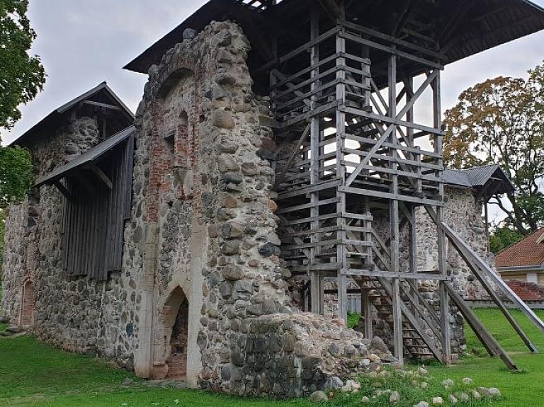 Limbažu pils – viena no senākajām Latvijas fortifikācijas aizsardzības būvēm