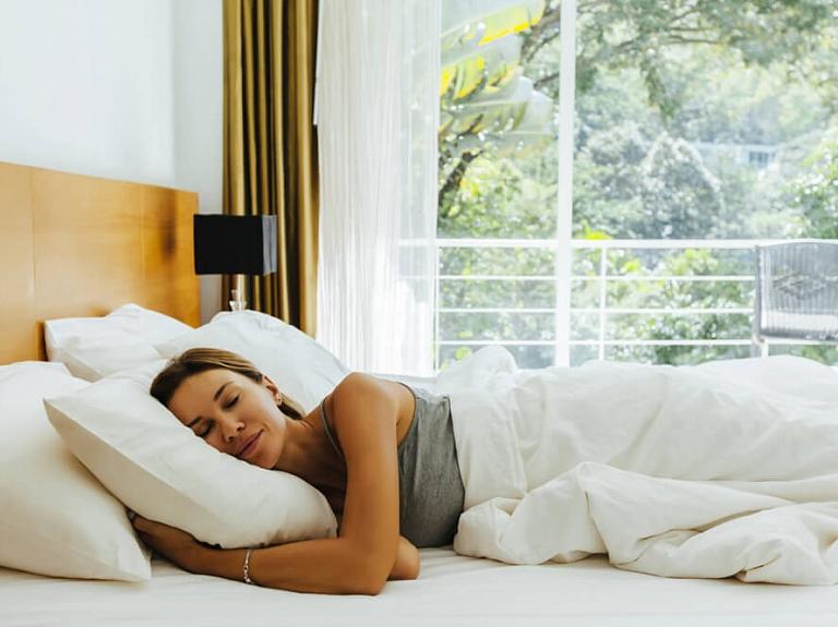 Kā izvēlēties kvalitatīvu atsperu vai putu matraci labākam miegam