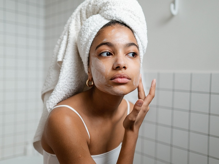 Vasarā īpaša uzmanība jāpievērš sejas ādas attīrīšanai