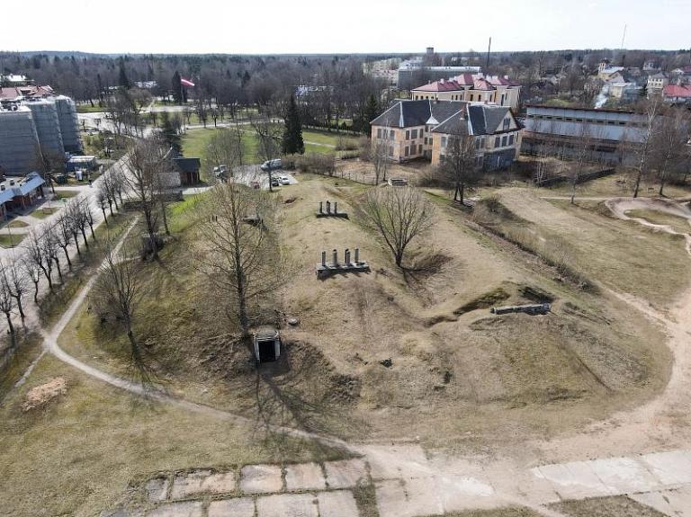 Pazemes bunkuri Valkā – bijušais Padomju armijas stratēģisko raķešu sakaru rezerves punkts