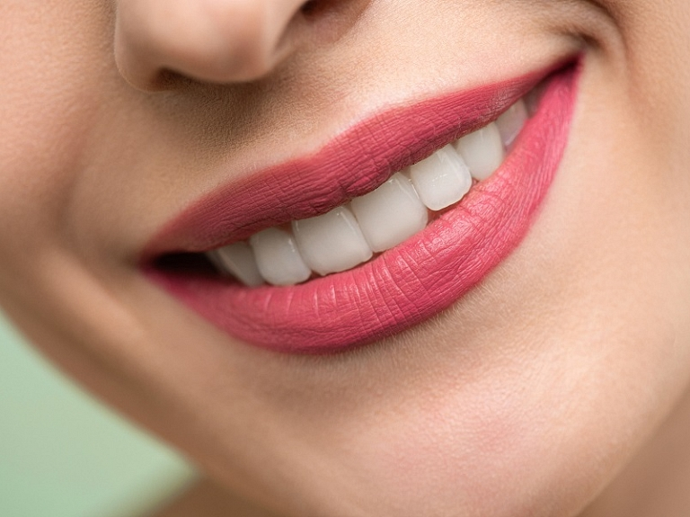 5 iemesli, kāpēc zobu aizvietošanai izvēlēties implantus