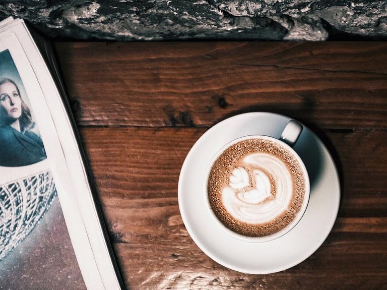 Iepirkumu uzraudzības birojā pieejamā informācija liecina, ka Valsts izglītības satura centrs kafijas paužu nodrošināšanai tērēs teju 42 tūkstošus eiro.
