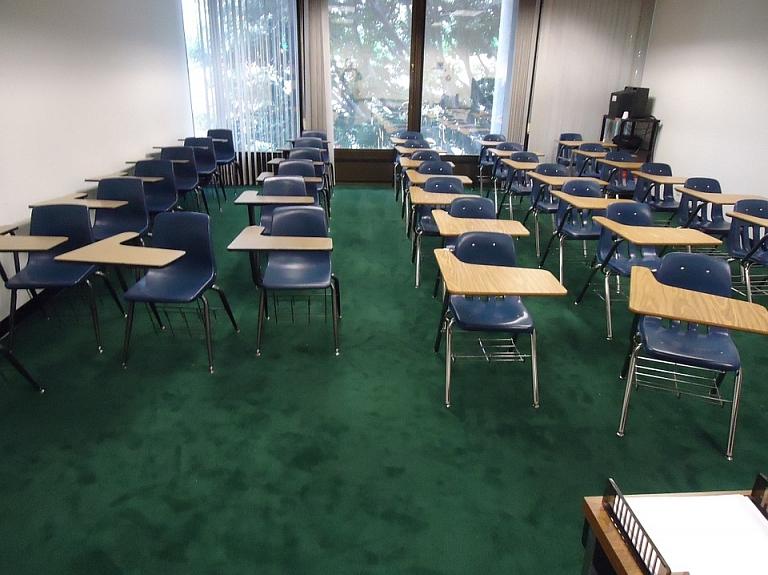 Īsi pirms mācību gada sākuma meklē direktorus 11 Rīgas skolām.