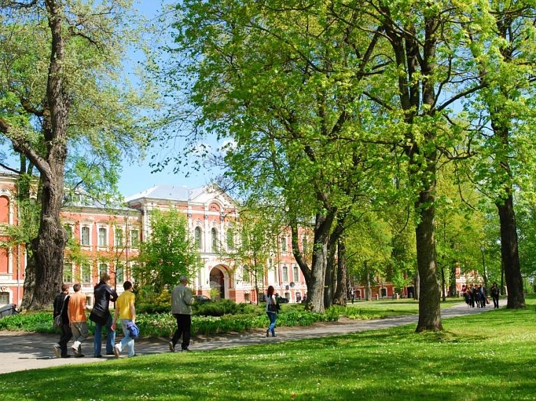 Jelgavas pils un Kurzemes hercogu kapenes