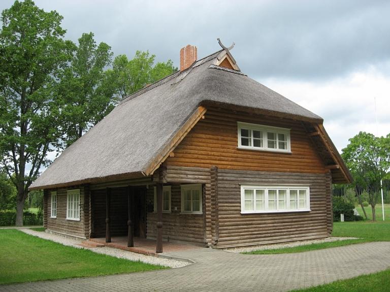 """Memoriālā piemiņas vieta """"Airītes"""" un pulkveža Oskara Kalpaka muzejs"""