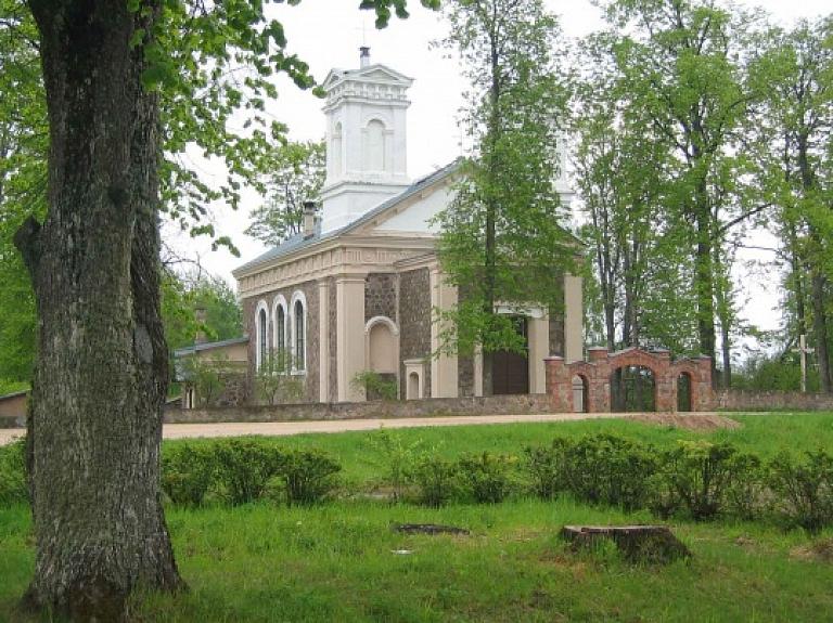 Pušmucovas Sv. Jaunavas Marijas pasludināšanas katoļu baznīca