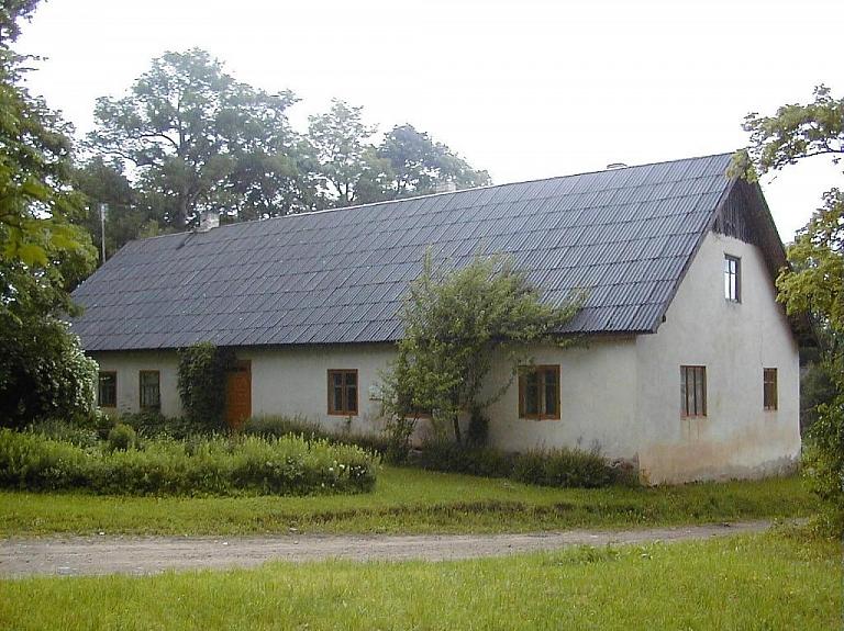 """Rakstnieka Valda dzimtās mājas """"Līdumi"""" un Sausnējas pagasta novadpētniecības muzejs"""