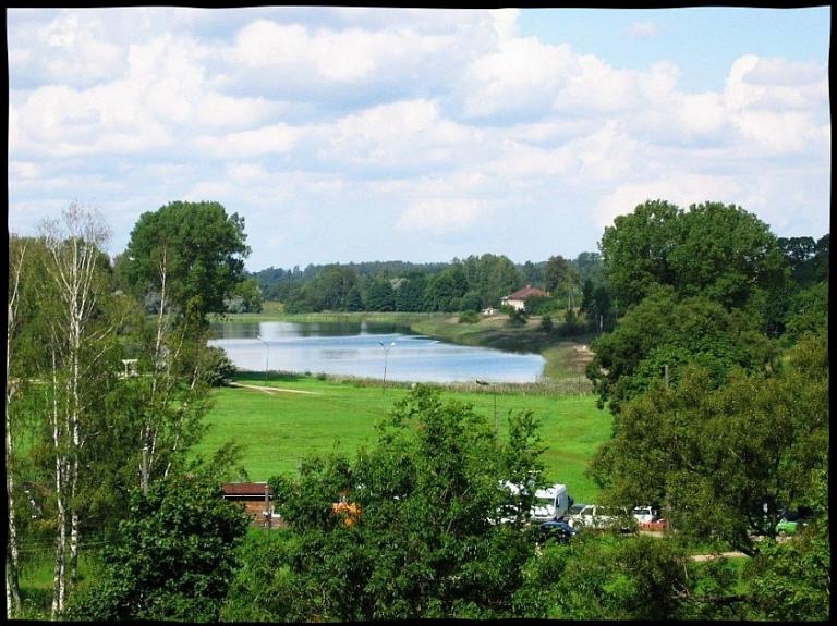 Talsu ezers, pilsētas promenāde un pilskalns