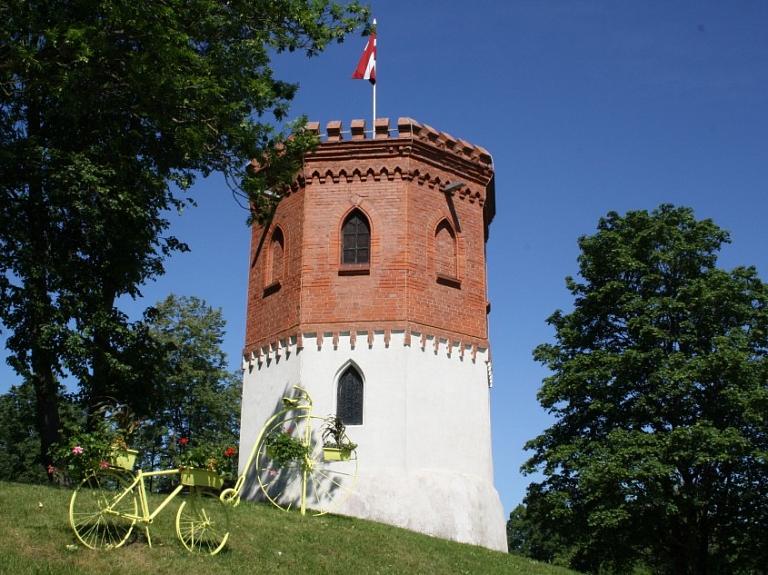 Priekules pils skatu tornis