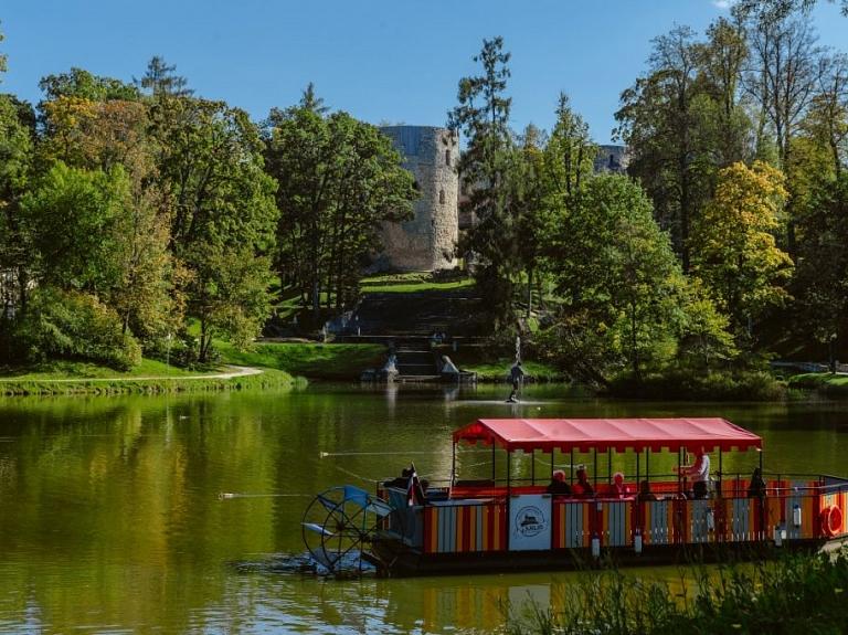 Cēsu pils parks