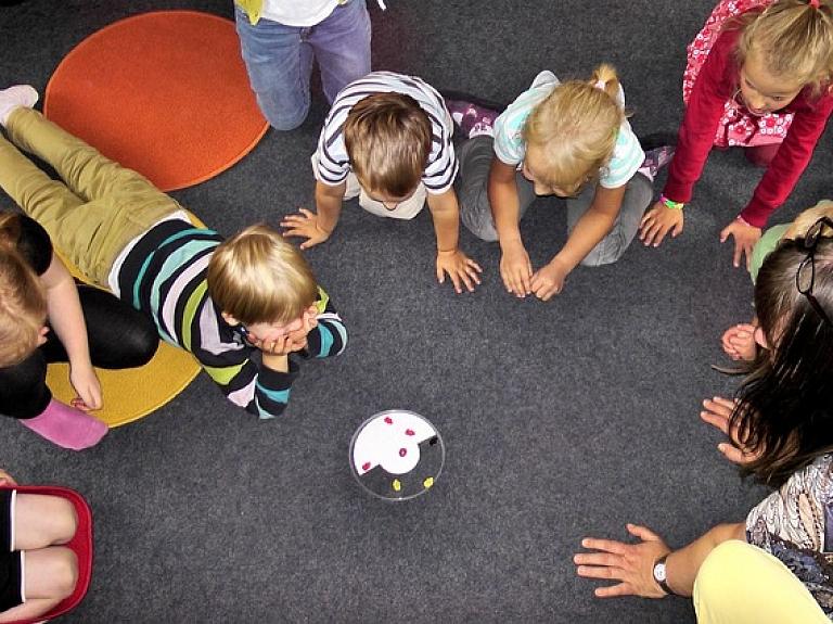 Saistībā ar bērnu saindēšanos vecākus Siguldā aicina pievērst uzmanību savu atvašu veselībai