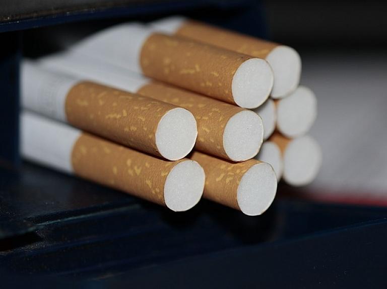 Reaģējot uz Centrāltirgus nelegālo cigarešu tirgoņu lietu, domās par sodu politikas izmaiņām