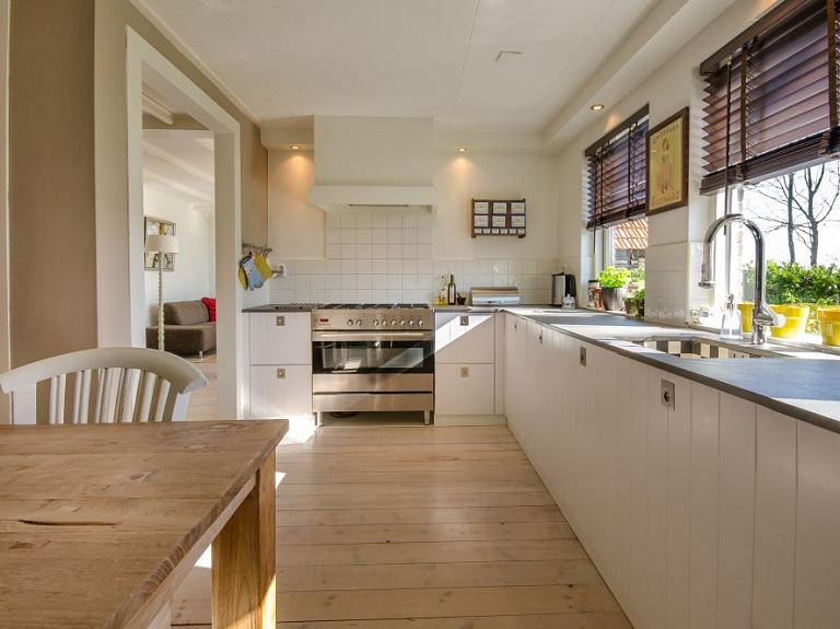 virtuves_uzkopsana
