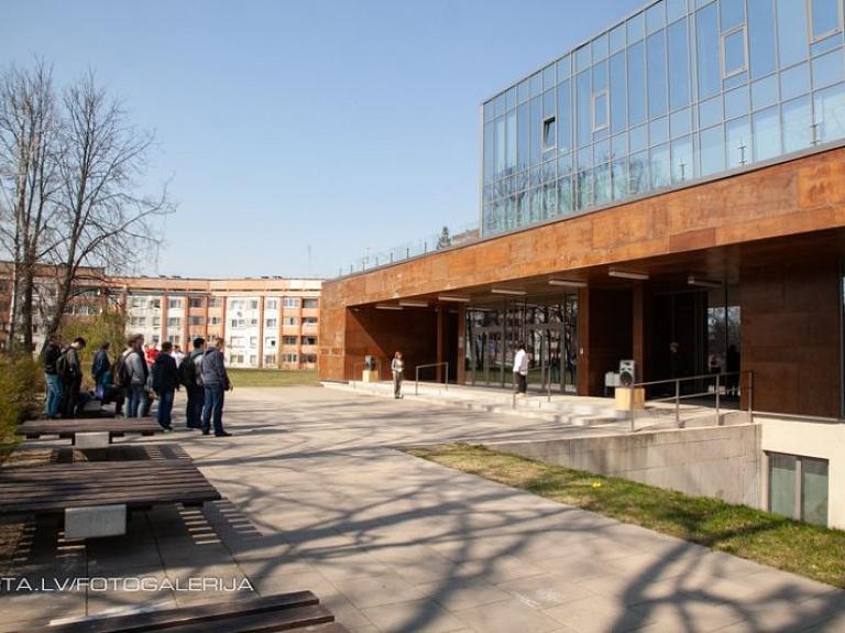RTA lemj par studiju gada pagarināšanu inženierzinātņu studentiem