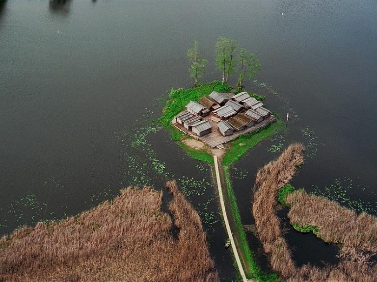 Leģenda par nogrimušo pili – Āraišu ezerpils
