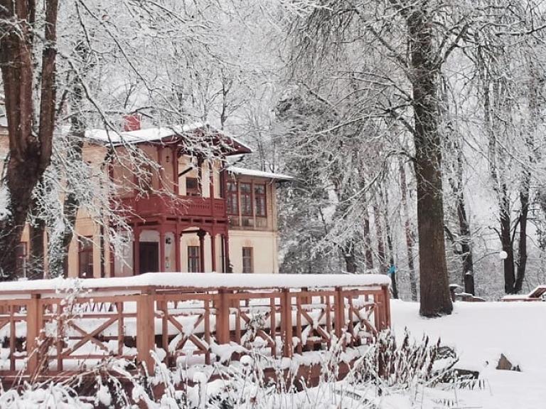 """Lielbornes muiža – vienīgais muižas komplekss, kas saglabājies dabas parkā """"Daugavas loki"""""""
