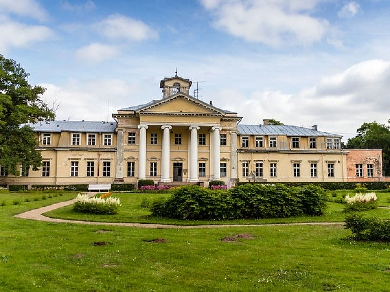 Krimuldas muižas pils – viens no spilgtākajiem klasicisma stila villu arhitektūras paraugiem Latvijā