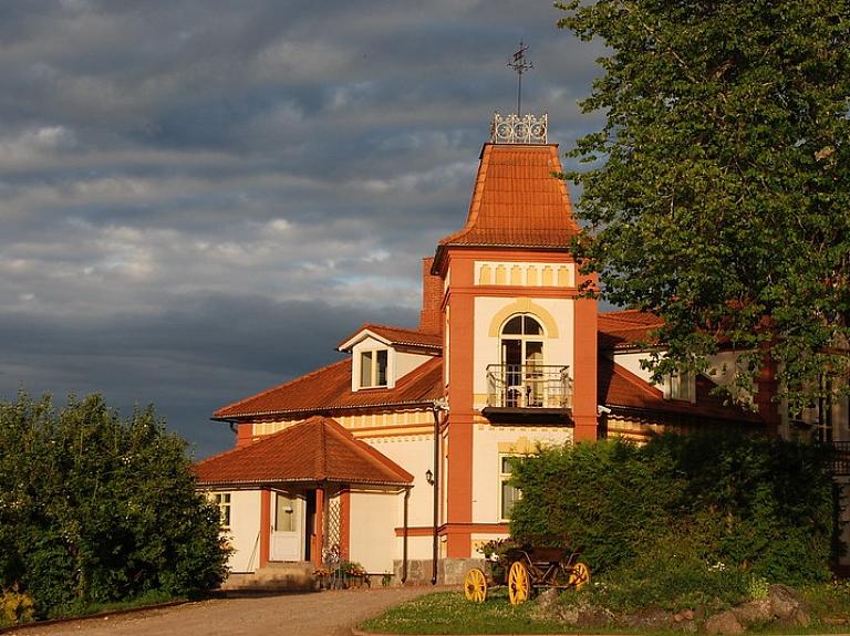 Mārcienas muiža – reiz visā Baltijā greznākā neorokoko ēka