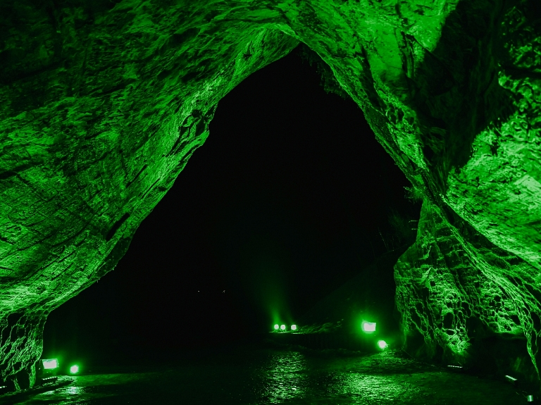 Iesaistoties starptautiskā akcijā, Gūtmaņalu izgaismo zaļā krāsā