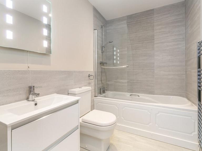 Kā iekārtot ērtu un gaumīgu vannasistabu?